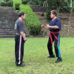 空手古武道では基本。腰を極める。